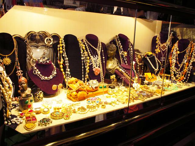 Paris Flea Markets | Nini\'s Style